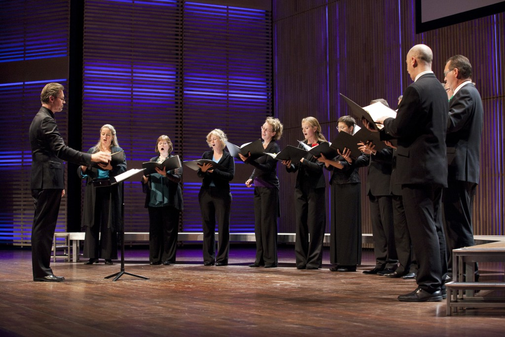 Het Nederlands Kamerkoor geeft vanwege haar 75 jarig bestaan een jubileumconcert in Muziekgebouw aan het IJ in Amsterdam.
